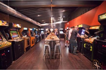 16-Bit Bar & Arcade